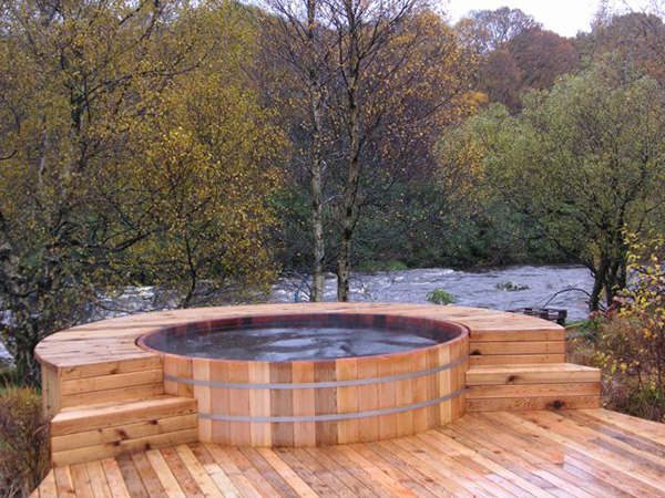 Cedar hot tub straightdopeness for Free standing hot tub deck